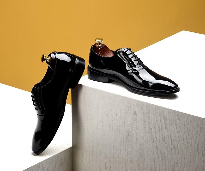 もう悩まない!革靴・靴底の滑り止めのベストな対策方法